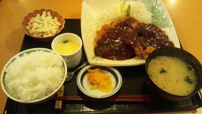 チキンカツデミグラスソース定食.jpg